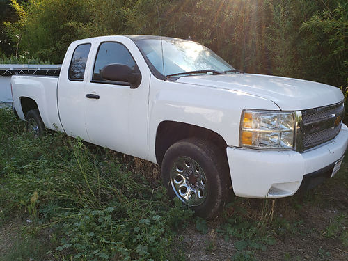 2013 CHEVY SILVERADO 1500 EXT CAB auto V8 all power AC stereo well maint slvg ttle only 28K