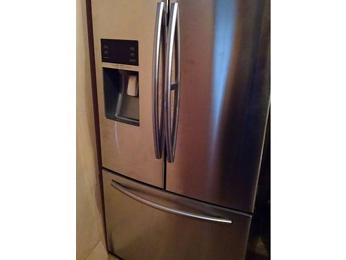 SAMSUNG French door refrigerator 225 cf used 1 month Waterice in door  door within a door ss