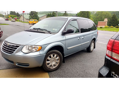 2006 CHRYSLER TOWN  COUNTRY Touring 3 row seating fully loaded 82K miles stow n go metallic l
