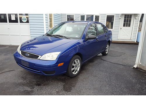 2005 FORD FOCUS ZX4 SE auto 4 cyl air cond tilt cruise AMFM power options  more Nice inexpe