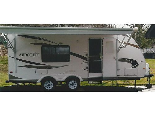 2010 DUTCHMAN Aerolite Camper 24 sleeps 4 includes awning  queen bed EC 9200