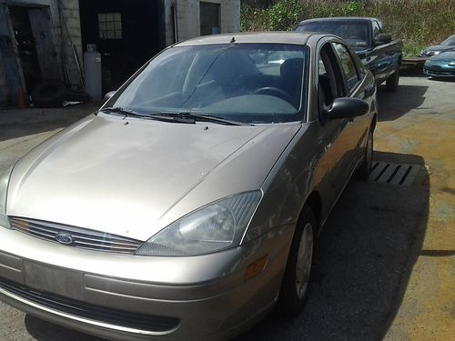 2003 FORD FOCUS auto AC 84K 20L single OHC all new tires brakes  rotors