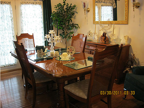 DINING ROOM SUITE solid Pecan 6pc incl 4 wicker back chairs  leaf very solid heavy  beautifu
