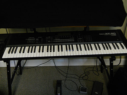 KEYBOARD Roland XP80 work station 76 keys manual included Anvil case included 400 423-245-9228