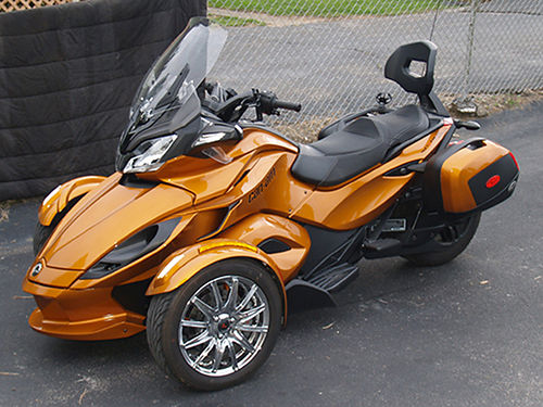 2014 CAN-AM SPYDER ST Limited 5 speed semi-automatic with reverse Rotax 1000cc 1800 miles hard b