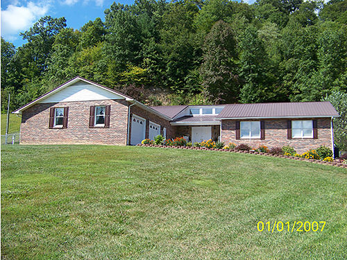 CLINTWOOD VA Brick Ranch style home 4400sq ft with full finished basement 6BR 3BA 2-car attached