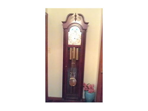 GRANDFATHER CLOCK Ridgeway works great 1295 obo 423-538-4195 leave message