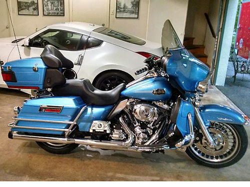 2011 HARLEY DAVIDSON Ultra Classic blue pearl 7K miles too many extras to list garage kept like