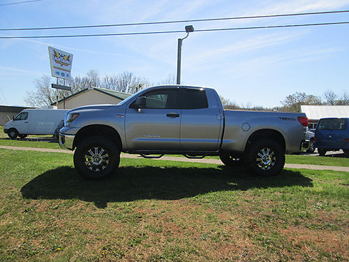 2011 TOYOTA TUNDRA Double Cab TRD 4x4 leather over 6000 invested in extras 47k miles must see