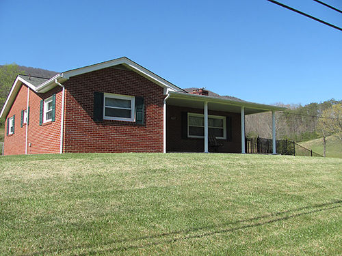 HILTONS VA Brick Home 2BR 1BA Large LR hardwood floors large Kitchen Laundry room full base