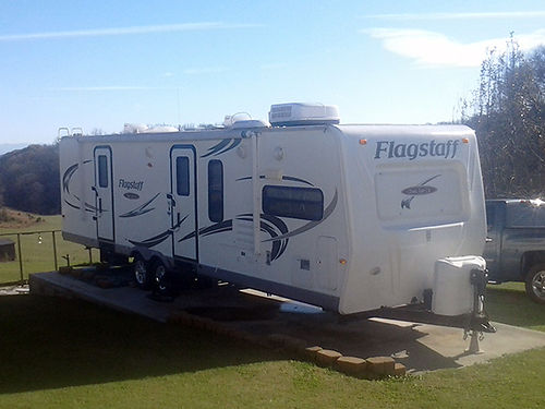 2010 FLAGSTAFF 31 Camper 2 slide outs like new 15900 obo or consider trade on C Class Motorhome