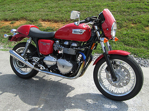 2012 TRIUMPH THRUXTON 900 red fly screen Predator pipes only 2K miles garage kept well maintai