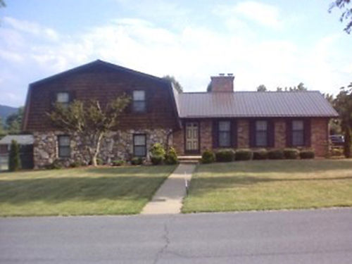 CHURCH HILL TN custom built tri-level home 3BR 25BA 2-car garage heatpump central vacuum ston