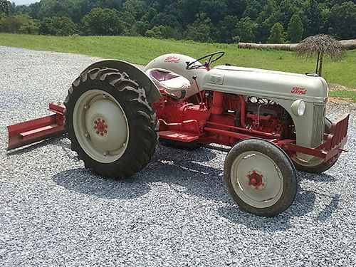 TRACTOR 1952 Ford 8N very good condition implements include scraper blade box blade boom pole