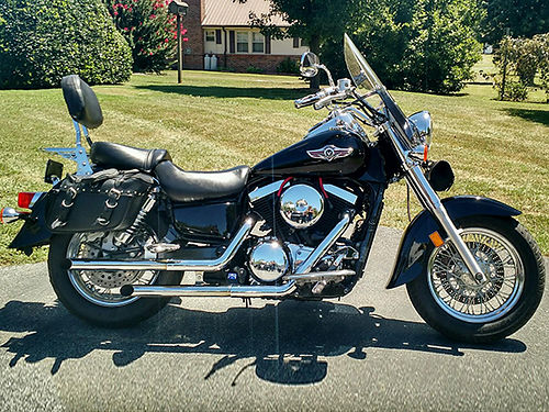 2007 KAWASAKI VULCAN 1500 black 32K miles garage kept well maintained good tires many extras