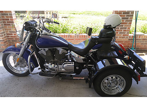 2003 HONDA VTX1300 with Voyager Trike Kit windshield saddlebags  footboards 2 helmets 9250 actu