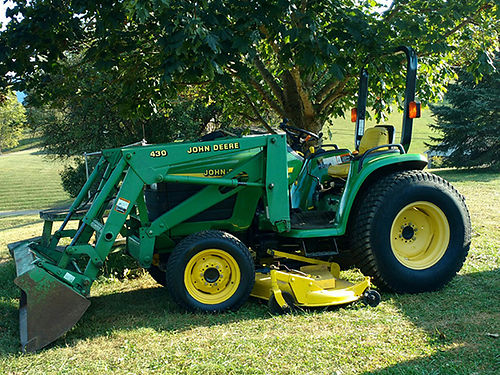 JOHN DEERE 4300 compact tractor 675hrs 32hp diesel 12sp turf tires 72 belly mower 430 bucket