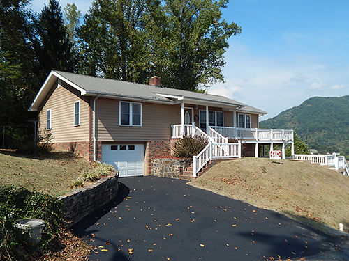 WEBER CITY VIRGINIA 20 minutes from Eastman large scenic view 2 Bedroom 2 Baths newly remodeled