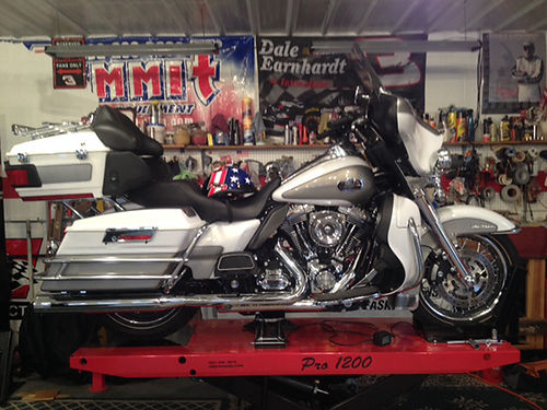 2009 HD ULTRA CLASSIC 4362 miles Power-Vision tuner Arlin Ness cold air kit VanceHines exhaust