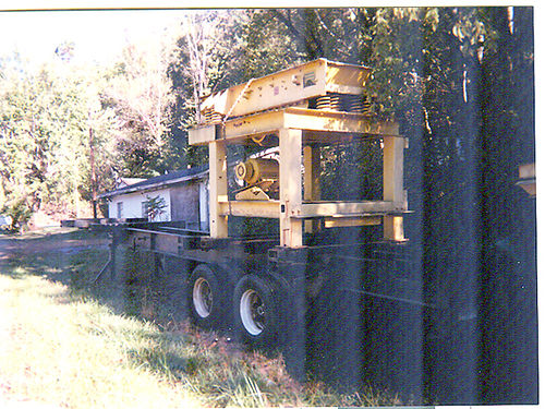 VIBRATING ROCK FEEDER wrock box mounted on 40 trailer equipped to handle jaw crusher GC 12500