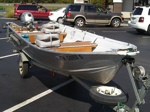 FISHING BOAT 145ft aluminum V-hull boat new seats and tires on galvanized trailer Very nice boat