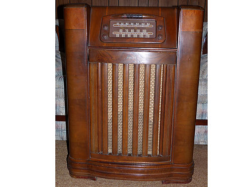 FLOOR MODEL RADIO Philco made in 1946 model 46-1209 radio works record player needs repair wood