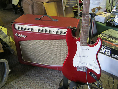 GUITAR Fender electric with amp 475