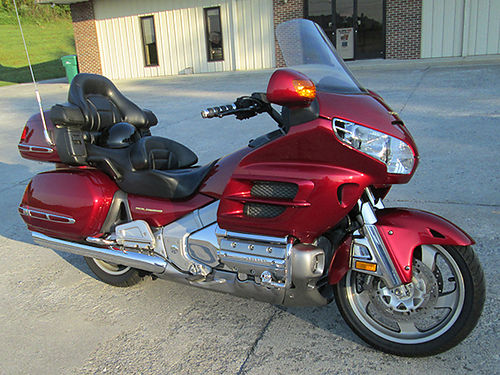 2003 HONDA GOLDWING 1800 50k miles reverse alarm radio cruise well maintained no scratches 8
