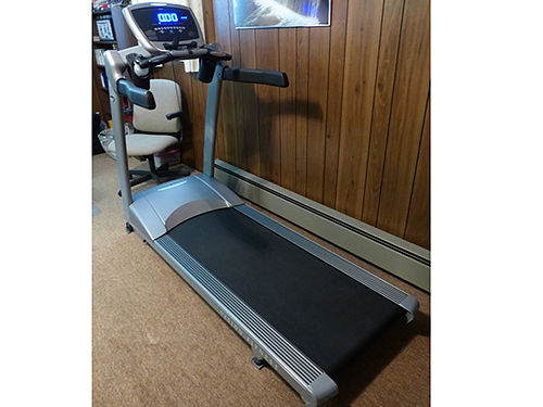 TREADMILL Vision Fitness 9500 Commercial Grade 3HP digital drive 57in long running area paid 24
