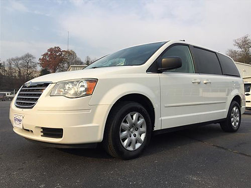 2010 CHRYSLER TOWN  COUNTRY white 6cyl 139573 mi CS4388 Gateway Auto Center Jonesborough TN