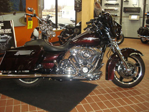 2011 HARLEY-DAVIDSON FLHX Street Glide Local 1 owner trade recently Dyno tuned pipes chrome fr
