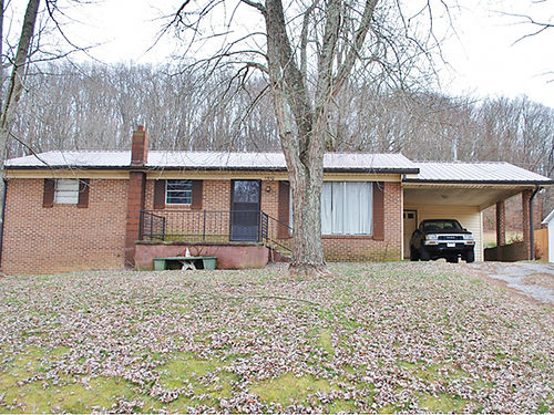 REAL ESTATE AUCTION Saturday Feb 25th at 10am Basement Ranch Home approx 1144sf 3 Bedroom 1 Bath Ta