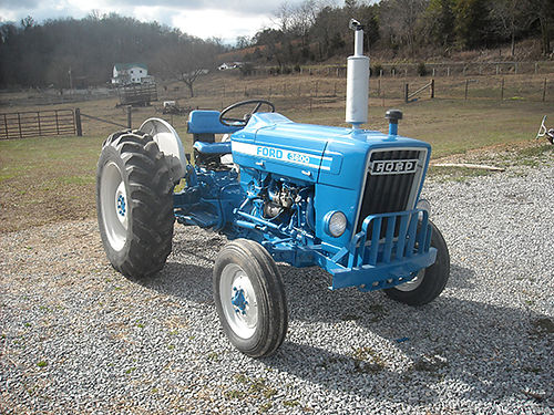 TRACTOR gas new paint new decals new grille new seat good tires new clutches like new conditi