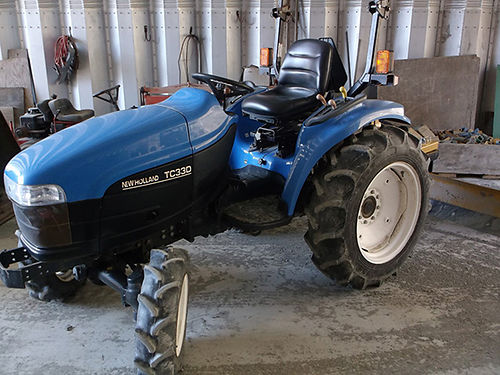 NEW HOLLAND TC33D 4x4 tractor 540hrs like new with new 6 back blade that tilts and angles No lea