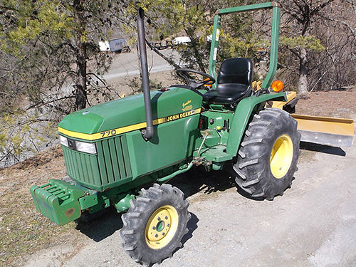 JOHN DEERE 770 4x4 tractor w6 back blade 4sp transmission wdeep reduction giving you eight forwa