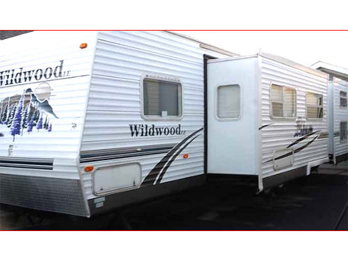 2007 WILDWOOD by Forest River 40ft park model 15bath self-contained 20gal water heater full s