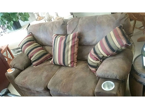 RECLINING LOVESEAT brown micro fiber cup holders no rips or tears 199 423-207-6676