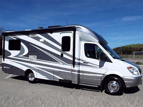 2014 WINNEBAGO NAVION V24 on Mercedes Sprinter chassis slide-out 2 rear twin beds fully contain