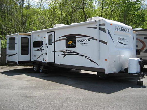 2014 ROCKWOOD 32 3 slides rear entertainment large BR 2 AC units very clean very nice RV756