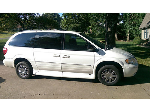 2005 CHRYSLER TOWN AND COUNTRY wheelchair  handicap accessible van leather ve