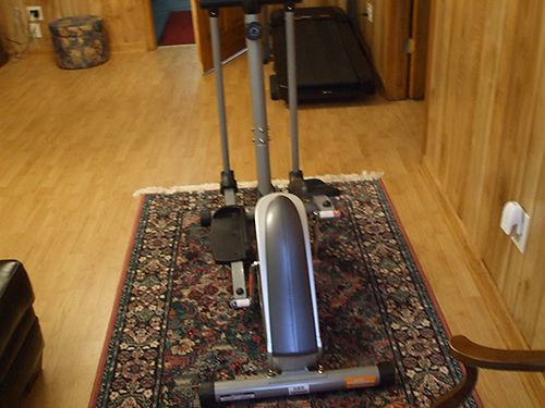ELLIPTICAL Exerpeutic 1000XL up to 325lbs new pulse pads on grips heart rate 175 423-538-4195 le
