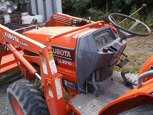 TRACTOR Kubota L3010 4x4 wloader hydro-static trans wloader rear quick detach three point hitch