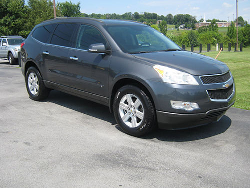 2010 CHEVY TRAVERSE LT grey 3rd row set 4dr xtra clean new Michelins backup camera local one o