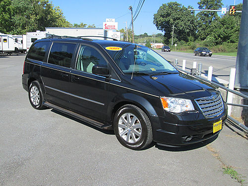 2009 CHRYSLER TOWN  COUNTRY Touring package leather all power sunroof 109000 miles 7623 9995