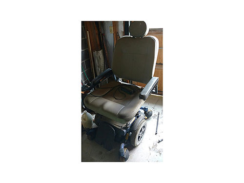 HOVEROUND CHAIR X large for bigtall person garage kept works great battery needs charged 600 42