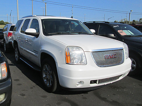 2008 GMC YUKON Denali V8 auto AWD fully loaded chrome 20s 0098 Only 15900 LIGHTNING AUTO SA