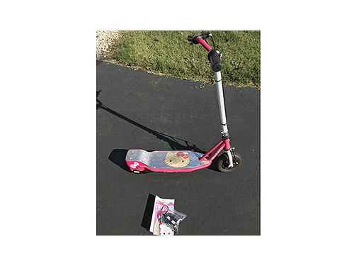 KIDS SCOOTER Hello Kitty electric GC 25 423-341-2816