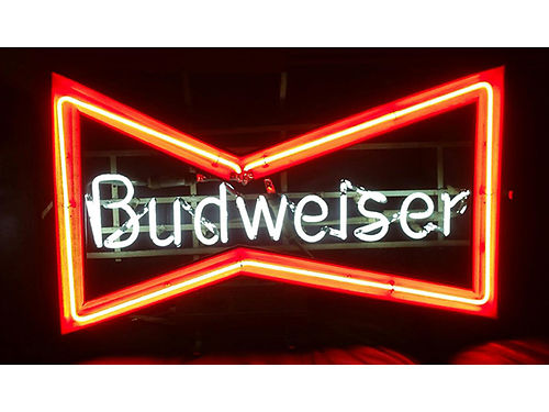 NEON SIGN vintage Budweiser neon sign in great condition 110 423-239-7522