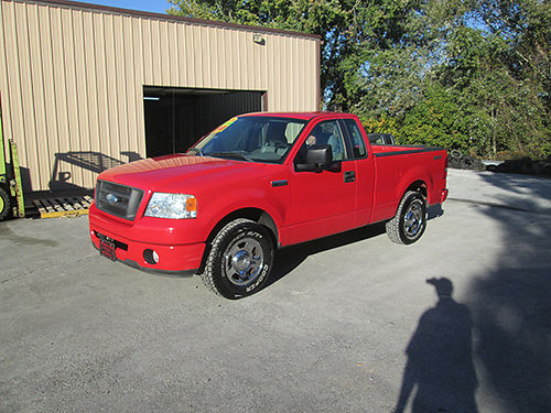 2006 FORD F150 SXT Reg Cab 2WD 6cyl auto CD short bed 99990 miles one owner clean truck we
