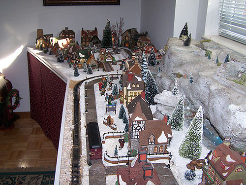 DICKENS VILLAGE Collection dept 56 36 pieces houses banks churches etc all retired excelle